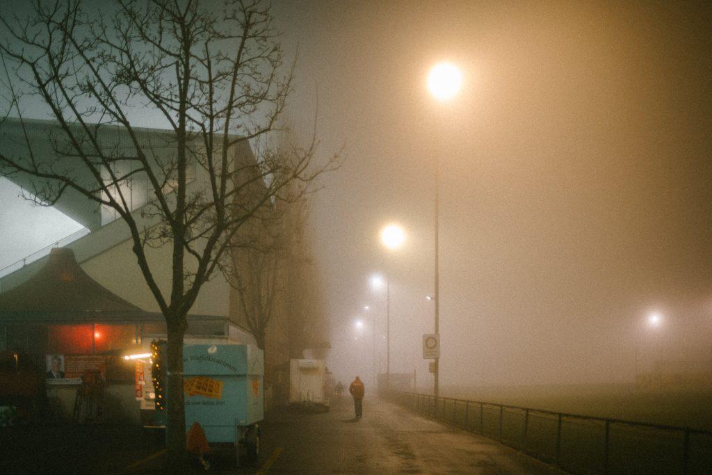Nebel �ber das Stadion Sch�tzenwiese